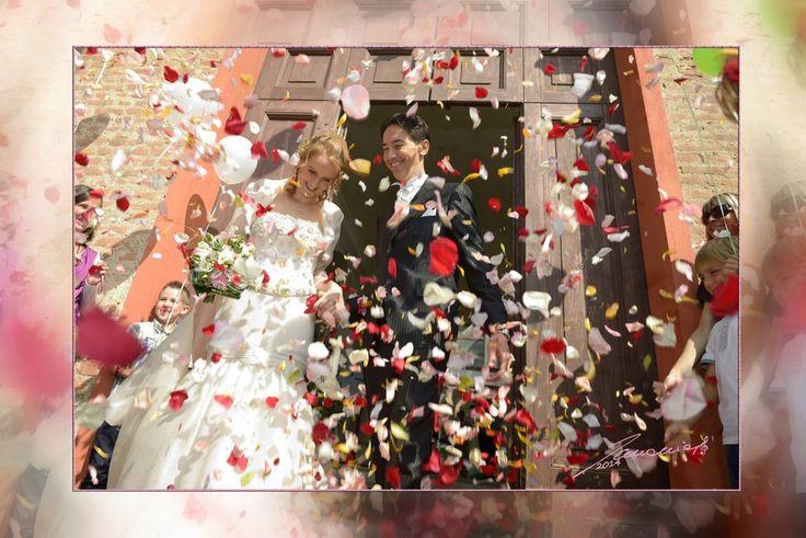 #wedding #reportage #weddingphotographer #nozze #matrimonio #lancio #uscita #gioia #felicità #petali #castello #castello_della_rovere #vinovo #torino #cuori #love #amore
