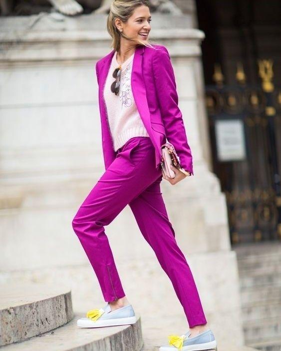 Quem disse que os terninhos são sempre superformais? Nada disso os coloridos podem dar um toque divertido num look mais elegante e ser a aposta certeira para qualquer ocasião. Você estará sempre bem vestida.
