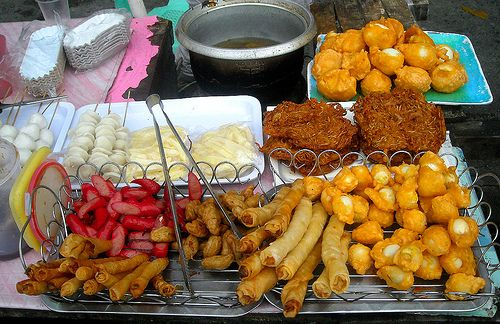 Filipino Street Foods Names And Meanings -- http://www.filipinofoodsrecipes.com/2009/06/filipino-street-foods.html