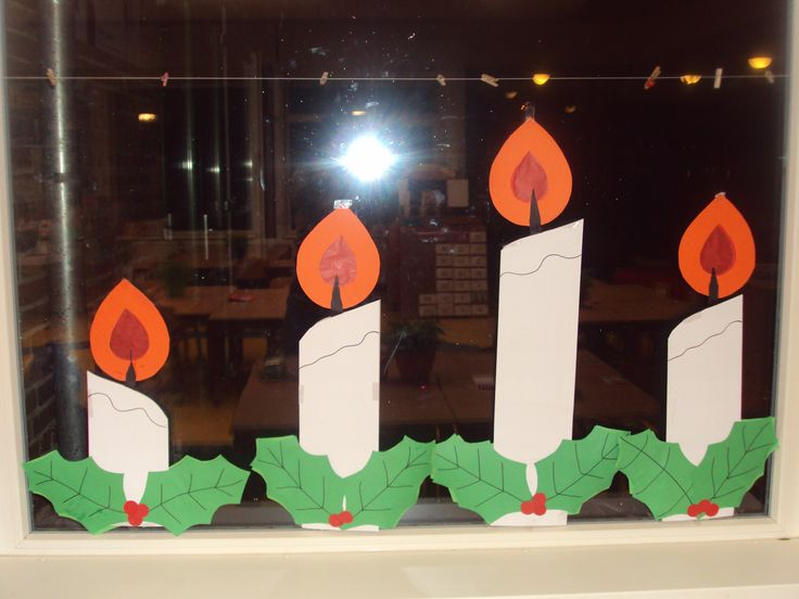 Advent, raamversiering op de Prins Clausschool.
