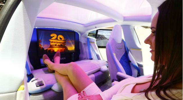 mientras se conduce, se puede leer, ver una película o dormir para aprovechar el tiempo, como se hace en un avión.
