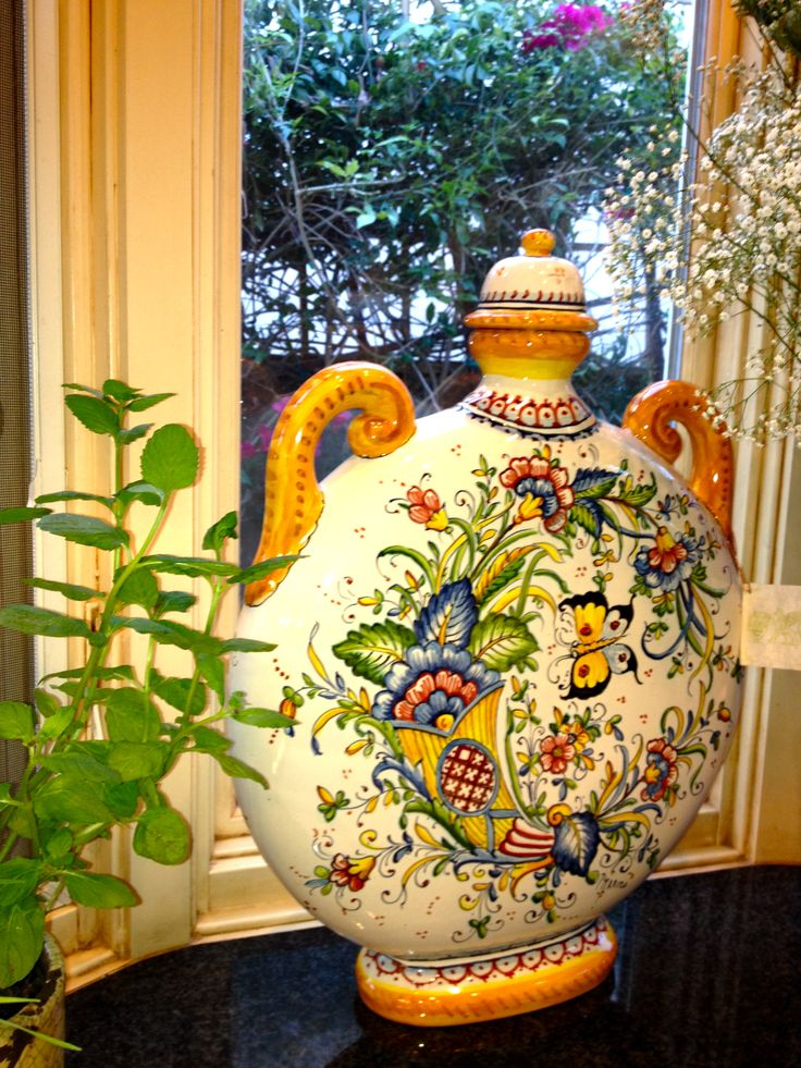 Deruta, Italy  love Italian Pottery.  Gorgeous in any room of the house.