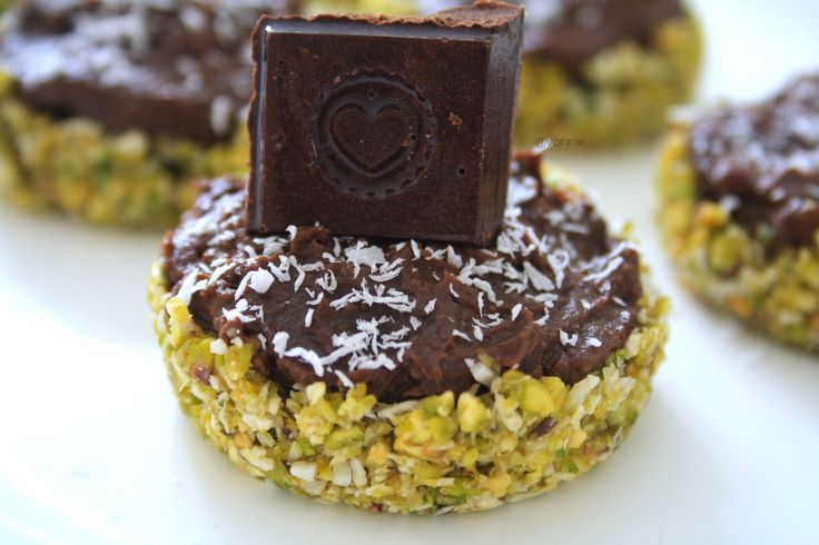 Raw pistachio, coconut and chocolate mousse tartlettes