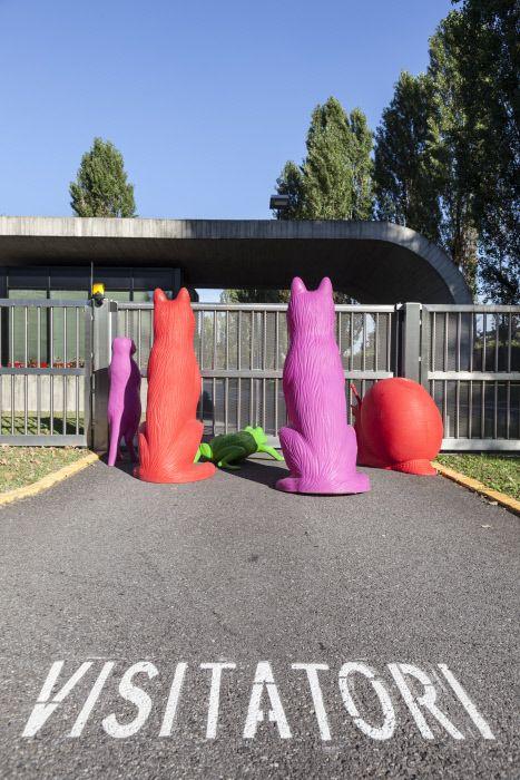 Le opere di Cracking Art Group invadono la sede Mondadori di Segrate. Settembre 2015 Mondadori Portfolio/Marco Covi/Cracking Art Group