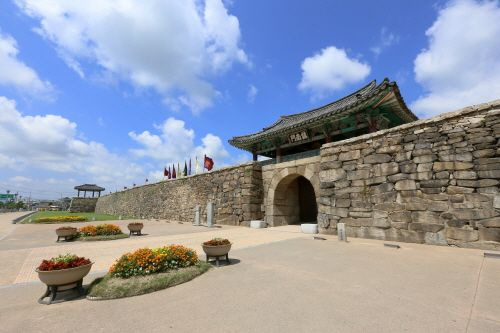 Haemieupseong Fortress (서산 해미읍성), Chungcheongdo's Korea100 Category : Humanities , Historic Places, Castle Tour Information :  Haemieupseong Fortress (해미읍성), built during the Joseon period, has been preserved almost fully intact. It is one of Korea's most renowned cultural her..