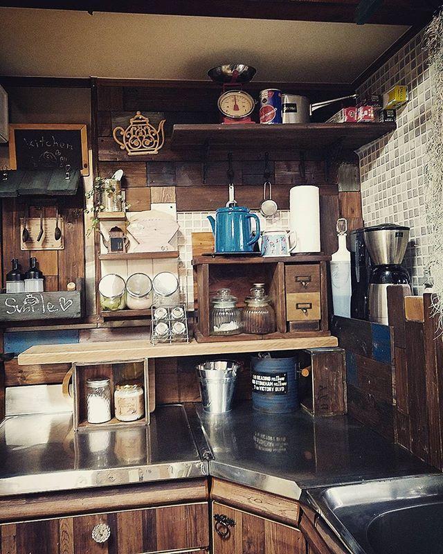 1段増やした。・・・だけ。笑。 でもたぶん使いやすくなったはず。 #キッチン #模様替えとは言えない#もう一工夫ほしい #まぁいいや #カレー作ろう #変な天気  #今晴れてる #明るさが全然違う