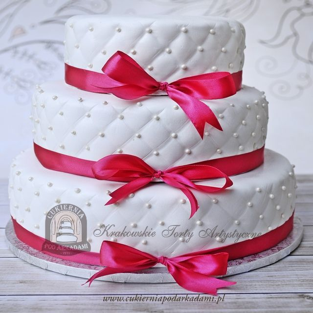 9BW. Tort weselny z pikowaną polewą i perełkami. Quilted wedding cake with pearls and ribbon.