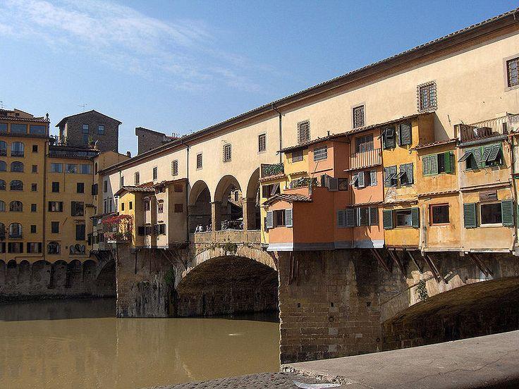 Bimba imbratta Ponte Vecchio, padre multato pulisce - http://www.toscananews.net/home/bimba-imbratta-ponte-vecchio-padre-multato-pulisce/