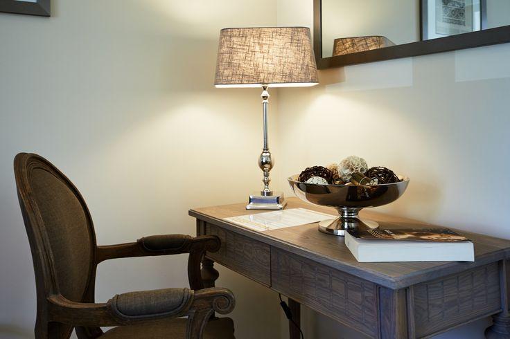 Chambre Double Deluxe - Les Villas d'Arromanches - Normandie #hotel #nouveau #new #chambre #bedroom #chocolat #marron #beige #confort #borddemer #normandie #normandy #bayeux #arromanches #dday #plagesdudebarquement #decoration #deco
