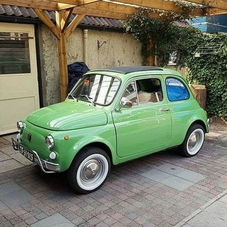 Apple green Fiat 500