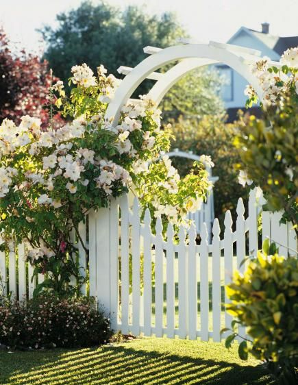 how to build a white picket fence gate woodworking. Black Bedroom Furniture Sets. Home Design Ideas