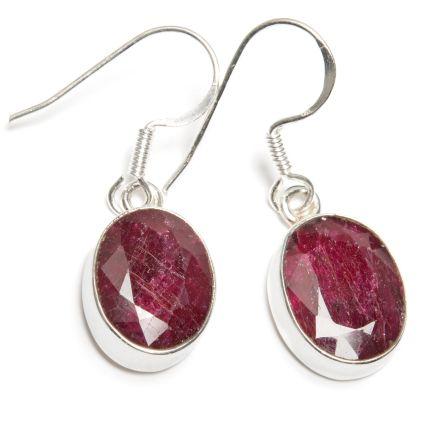 Rubin örhängen fasettslipad oval sten