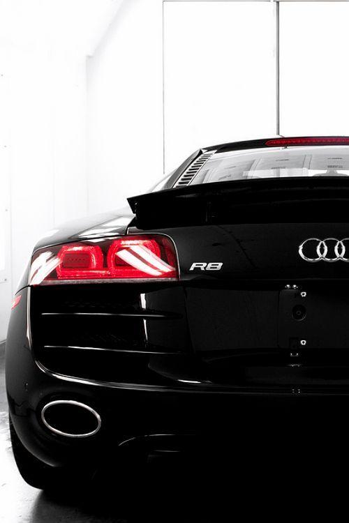 #Audi #R8, black #Algérie L'Audi R8 coupé. Ses courbes athlétiques sont le signe…