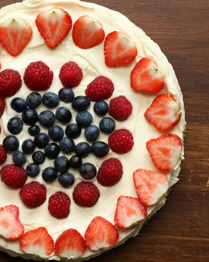 No Bake Chocolate and Berry Cheesecake