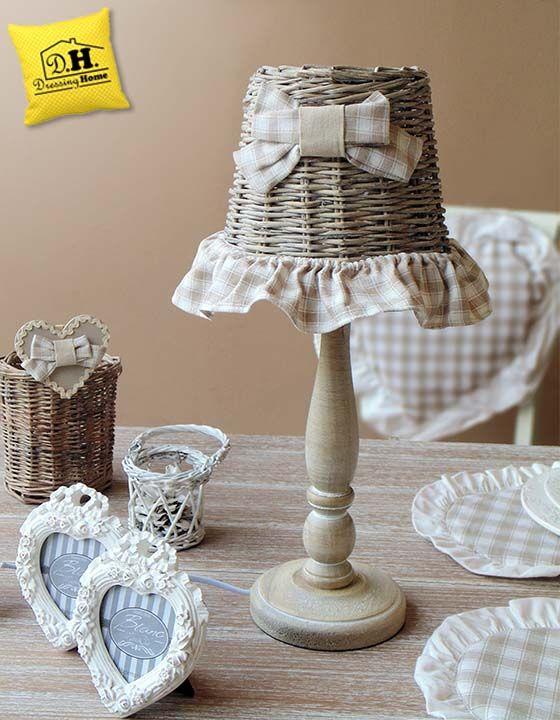 Lampada in rattan con fiocchi beige