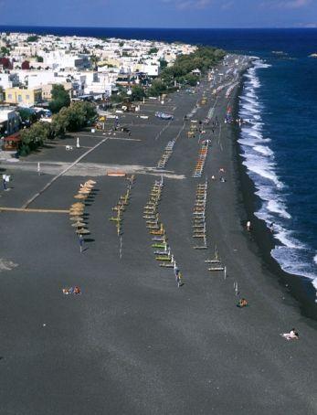 Kamari beach on Santorini