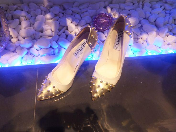 Yüksek topuklu kadın ayakkabısı arayanlar için hoş bir yüksek topuklu ayakkabı modeli
