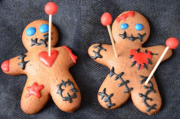 Halloween voodoo cookies / Recette de cookies voodoo, une super idée pour Halloweenhttp://turbigo-gourmandises.fr/biscuits-voodoo-gingerbread-revisite-halloween/
