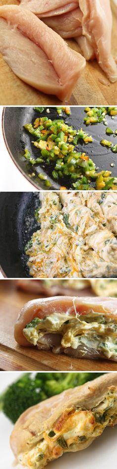 6 mitades de pechuga de pollo, descongelar y grasa recortados 2 cucharadas de aceite de oliva extra virgen 2 chiles jalapeños, finamente picado 3 dientes de ajo, picados 8-oz. queso crema paquete Queso cheddar 1/4 taza, rallado