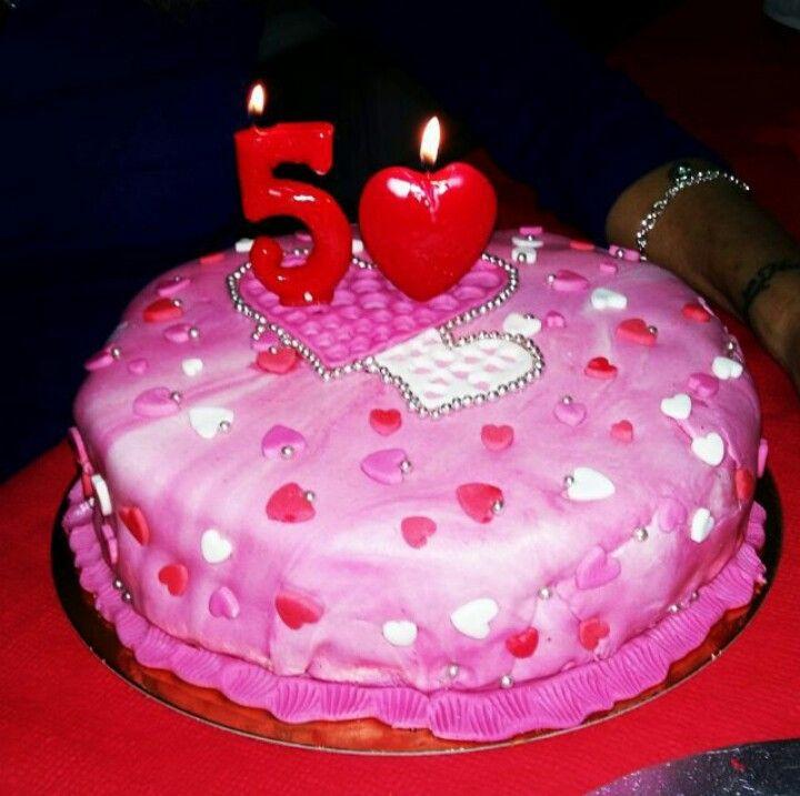 Tarta de los 50 para isa a su estilo llena de corazones y tan rosa y dulce como ella! #tarta #cake #tartadefondant #fondantcake #pink #redvelvet #chocolate #corazones #okamicake