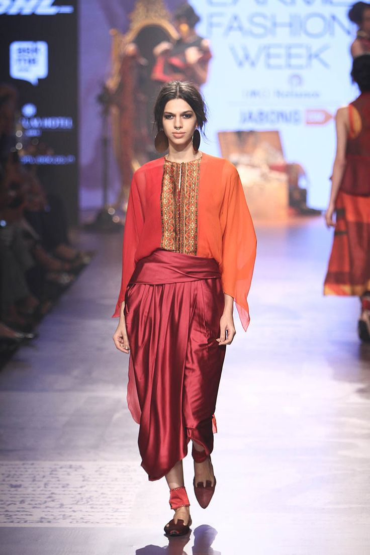 Tarun Tahiliani. LFW W/F 15'. Indian Couture.