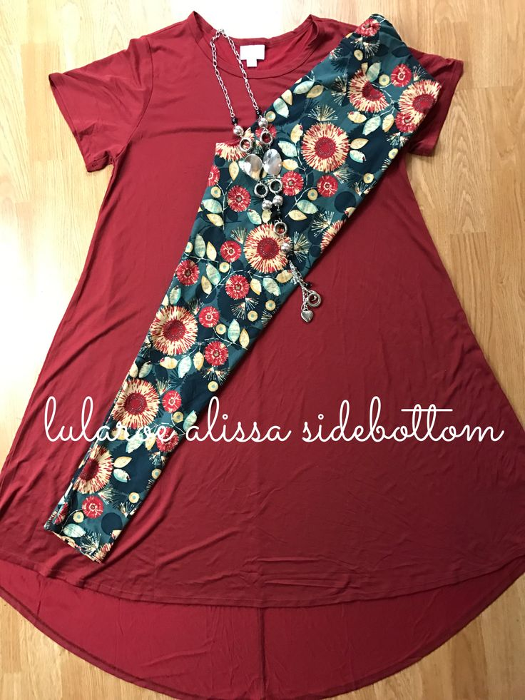 Gorgeous LuLaRoe floral leggings paired with a matching Carly