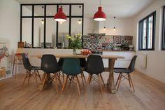 Belle cuisine lumineuse avec verrière atelier http://www.homelisty.com/verriere-cuisine/