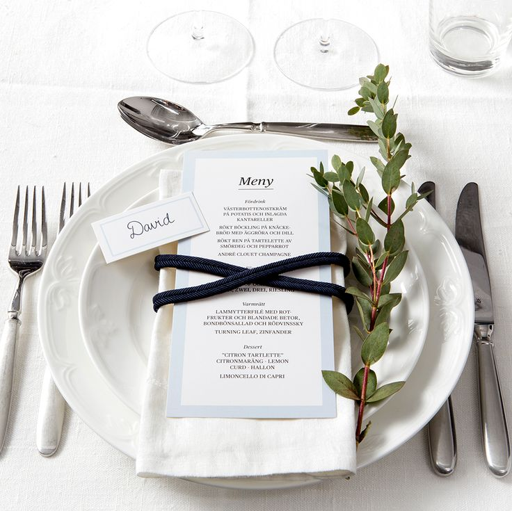 Classic Table Setting - www.postedwithlove.com