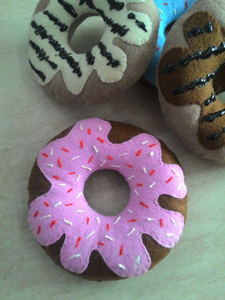 ciambelle, donuts, ciambelle glassate, pasticcini, dolci finti, feltro,  pastry felt,  Pasticceria di feltro, sala pranzo, etsyitaliateam di Lunambra su Etsy