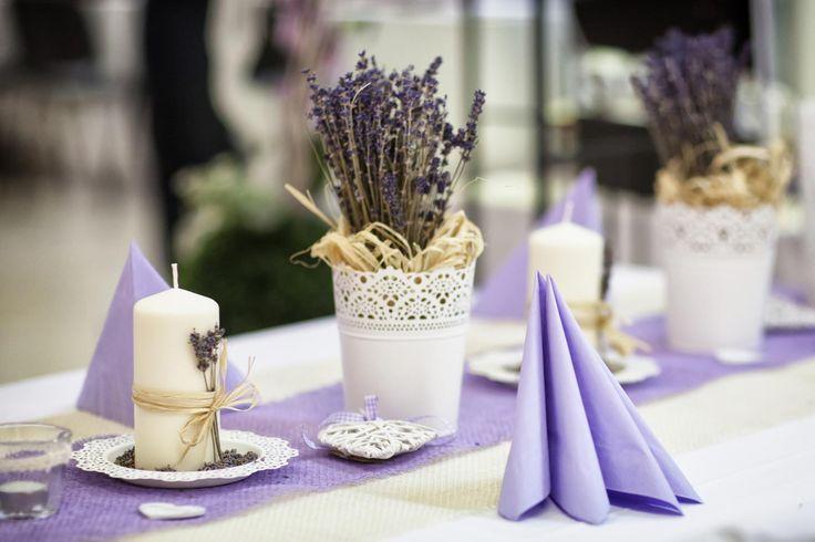 Wenn ihr bei eurer Hochzeitsdeko Lavendel einsetzen möchtet, haben wir hier die passenden Ideen & Inspirationen für euch... | Viele schöne Beispielbilder