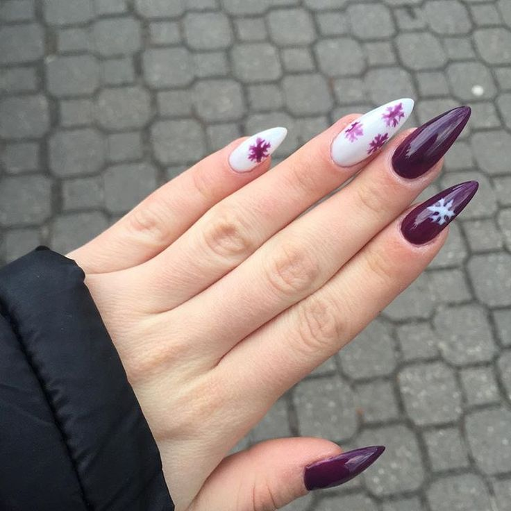 Sniezna kraina i milczacy fiolet to piekne polaczenie od @neess_official 😍😍 jak wam sie podoba? / #nails#paznokcie#nail#pazurki#neess#neessnails#longnails#gelnails#paznokciezelowe#paznokciehybrydowe#lobonails#hybryda#hybrydy#hybridnails#nailart#winter#winternails#burgundy#burgundynails#instanails#nailstagram