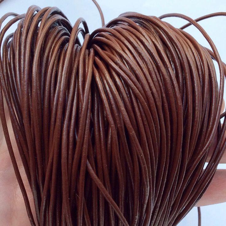 Купить или заказать Шнур кожаный 2 мм шоколадный для украшений в интернет-магазине на Ярмарке Мастеров. Кожаный шнур натуральный, цветной, диаметр 2 мм.