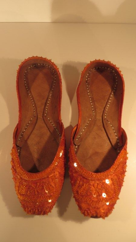 Vintage fab sequinned flat ballet shoes / pumps, '70s, 7.   Sequinned ballet flats to make your feet twinkle :-). Indian, 100% leather covered in orange silk and sequins, hand stitched.     Size: 7   Measurements: L: 10.5, W: 3.5, Heel height: none.   Label: None Decade: 1970   Material: 100% leather and silk.