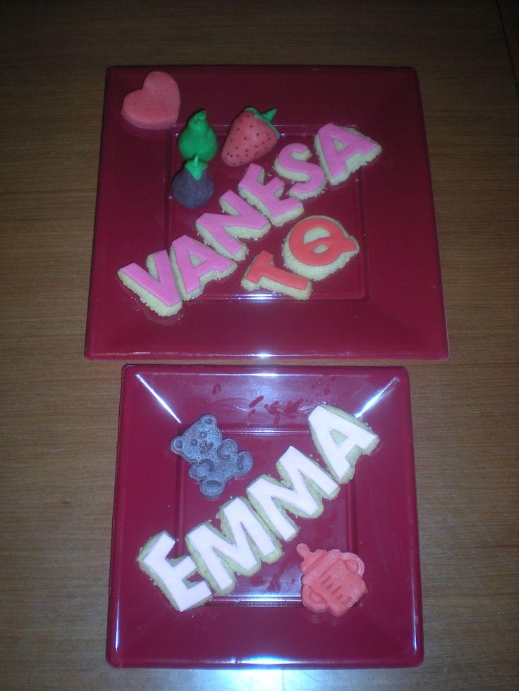 Mocaurà para su chica y su hijita! Las letras hechas en mini galletas, y las formas en mazapán!
