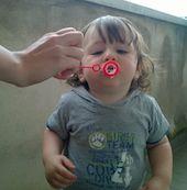 Il gioco delle bolle di sapone, proposte ludiche dal primo al terzo anno di vita da fare al nido di infanzia e a casa.