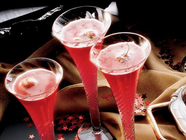 Strawberry Champagne Punch... ready in 30 minutes! Impress your guests with this