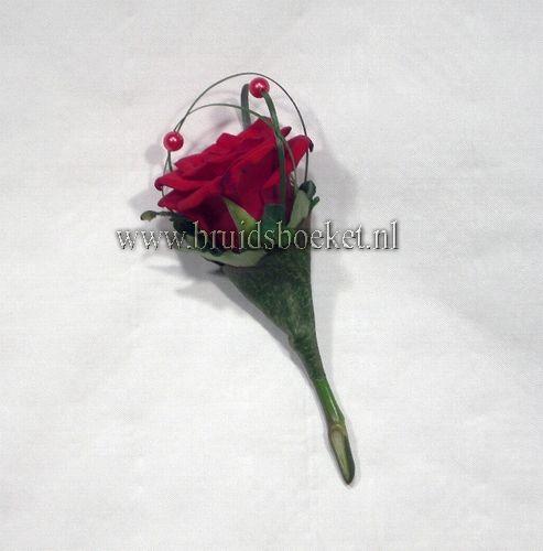 4201.Magneetcorsage met rode roos en opgerold blad