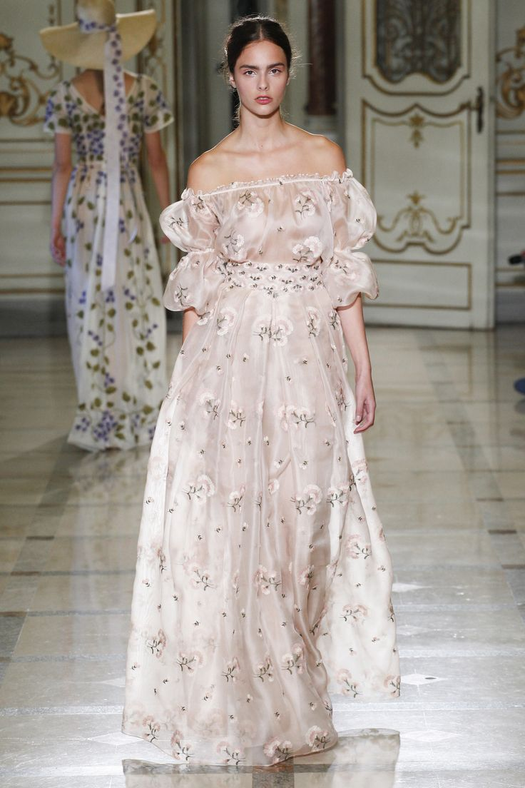 Beautiful Off the Shoulder Gown with Puff Sleeves by Luisa Beccaria Spring 2016 Ready-to-Wear Collection Photos - Vogue
