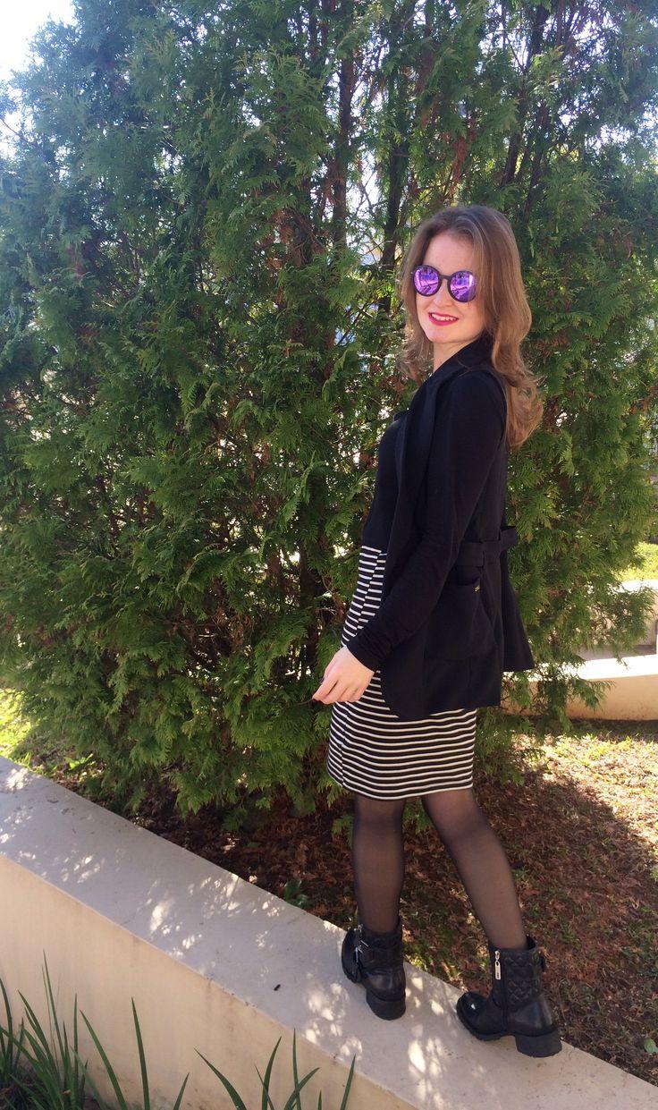 My Look: Saia Midi, Blazer alongado de alfaiataria, bota estilo coturno, óculos redondo. Preto e Branco é fashion!