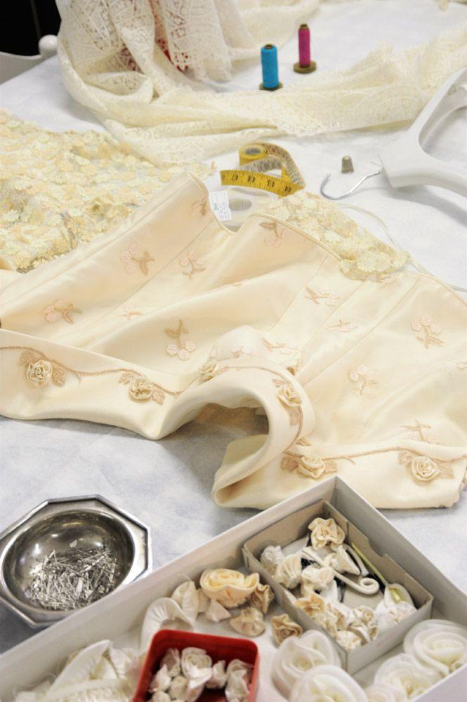 Macchina da cucire e ferro da stiro messe in moto per una nuova fantastica settimana nell'atelier di Cinzia Ferri!  www.cinziaferri.com