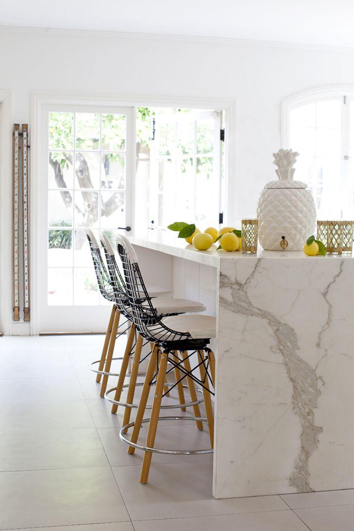 beautifully crisp -marble and lemonsBarstools, Kitchens Design, Countertops, Interiors, Kitchens Islands, Marbles Counter, Bar Stools, Marbles Islands, White Kitchens