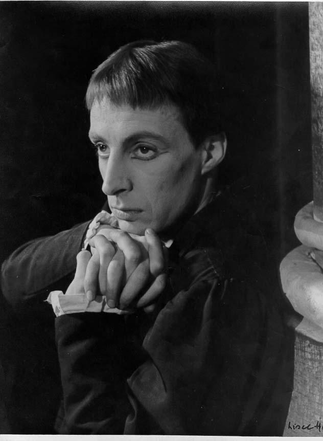 Ian Richardson as Hamlet