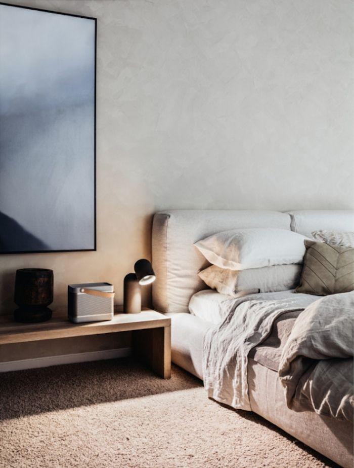 neutral bed linen - bondi beach apartment   photo felix forest