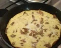 Omelette aux girolles pas chère en 10 min : http://www.cuisineaz.com/recettes/omelette-aux-girolles-pas-chere-en-10-min-61411.aspx