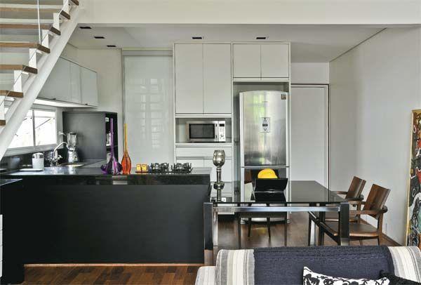Loft moderno com mezanino e cozinha americana mesas for Cocinas para apartaestudios