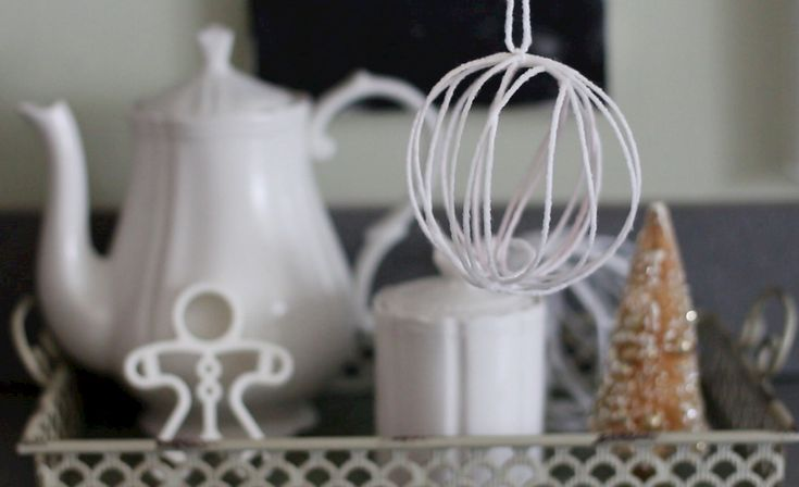 DIY Yarn Snowballs: Video - http://www.pbs.org/parents/crafts-for-kids/yarn-snowballs/