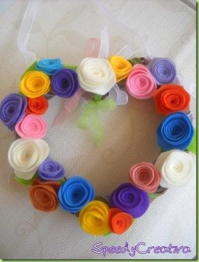 Ghirlanda con rose di pannolenci