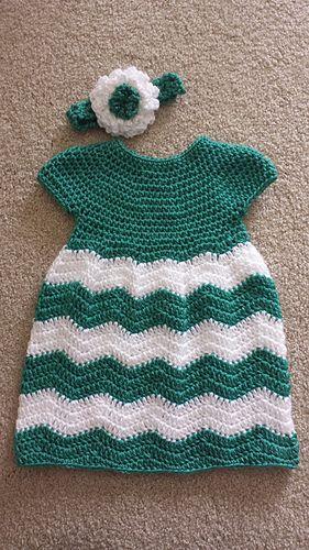 "Finished Chest: 16 (17, 18, 19, 20)"" 40.5 (43, 45.5, 48.5, 51) cm Chevron Baby Dress #freepattern #crochet"