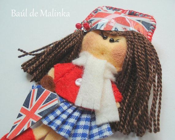 Felt doll brooch Matilda English Girl by Bauldemalinka on Etsy, €15.00