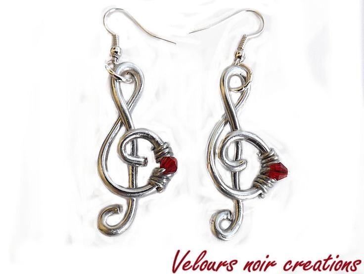 orecchini chiave di violino creati a mano con tecnica wire